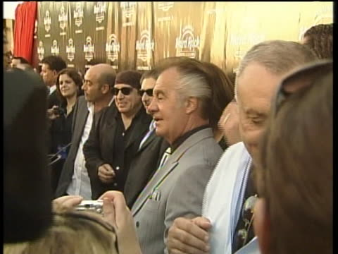 """the cast and crew of """"the sopranos"""" gather for the finale dinner at the hard rock cafe in florida on june 6, 2007. - スティーブン ヴァン ザント点の映像素材/bロール"""