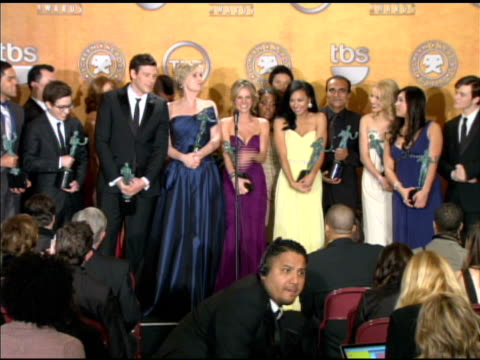 stockvideo's en b-roll-footage met the cast of 'glee' on 'glee' reaching so far out into the public at the 16th annual screen actors guild awards press room at los angeles ca - ensemble lid