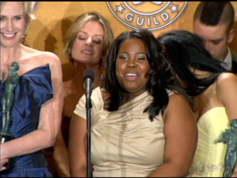 stockvideo's en b-roll-footage met the cast of 'glee' on where they will display their award at the 16th annual screen actors guild awards press room at los angeles ca - ensemble lid