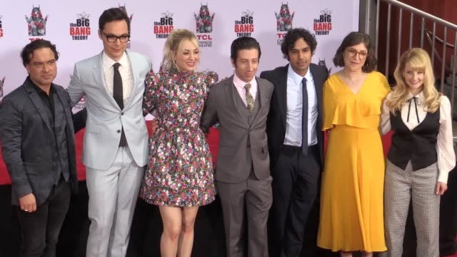 stockvideo's en b-roll-footage met the cast of the big bang theory were immortalised in cement outside hollywood's tcl chinese theatre johnny galecki jim parsons kaley cuoco simon... - tcl chinese theatre