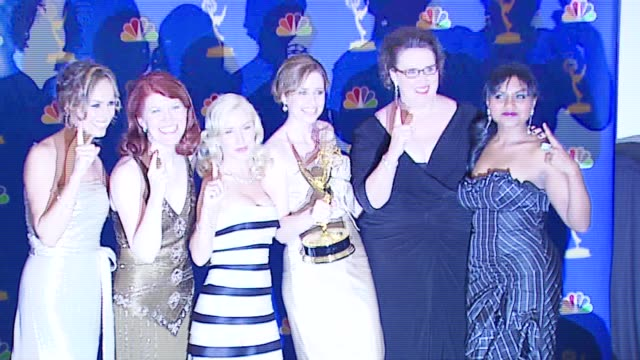 vídeos de stock, filmes e b-roll de the cast of 'the office' winner outstanding comedy series at the 2006 emmy awards press room at the shrine auditorium in los angeles california on... - shrine auditorium
