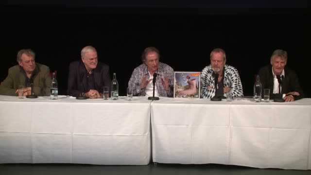 the cast on finland at the monty python press conference, on 30th june 2014 in london, england - モンティ・パイソン点の映像素材/bロール