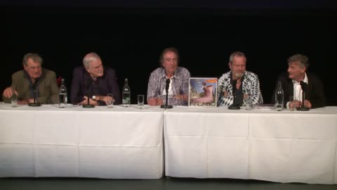 vídeos de stock, filmes e b-roll de the cast on scotland and syria at the monty python press conference, on 30th june 2014 in london, england - monty python