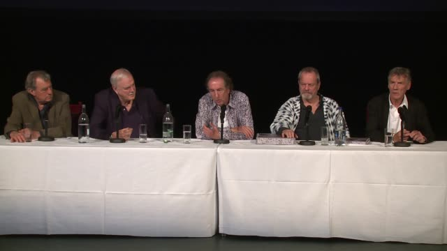 the cast on the production size and stephen hawkings at the monty python press conference, on 30th june 2014 in london, england - モンティ・パイソン点の映像素材/bロール