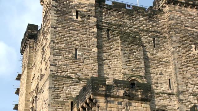vídeos y material grabado en eventos de stock de the castle garth, newcastle upon tyne - newcastle