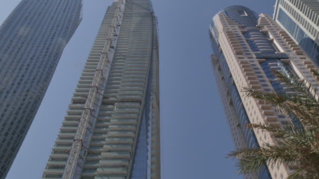 the cayan tower and neighbouring residential buildings in dubai marina, dubai, united arab emirates, middle east, asia - tower stock-videos und b-roll-filmmaterial