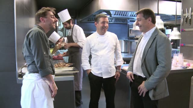 stockvideo's en b-roll-footage met the cellar de can roca restaurant in girona run by three brothers and known for its dishes based on perfumes seized the title of the worlds best... - roca