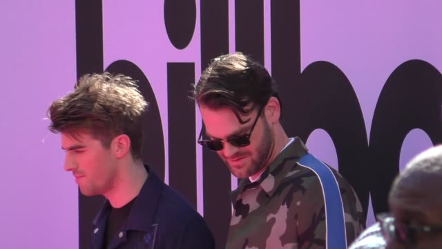 the chainsmokers arriving to the billboard awards at t-mobile arena in celebrity sightings in las vegas, - billboard点の映像素材/bロール