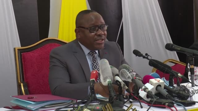 stockvideo's en b-roll-footage met the chairman of the electoral commission of the ivory coast announces that more than 900,000 new voters have registered to vote ahead of this... - voorzitter