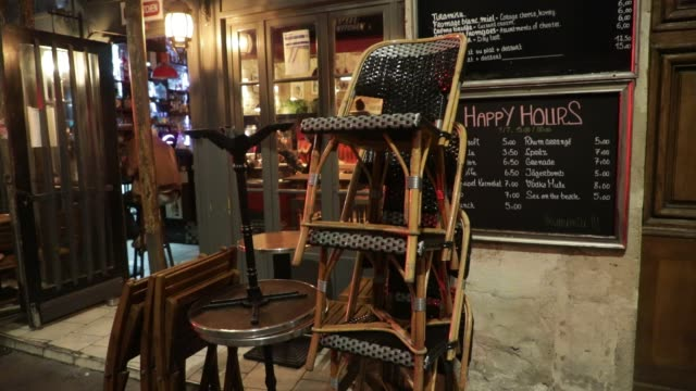 vidéos et rushes de the chairs in a cafe terrace are stacked and ready to be put away on october 5, 2020 in paris, france. to fight against the covid19, the paris police... - demi finale