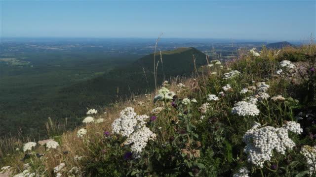 stockvideo's en b-roll-footage met the chaîne des puys, massif central, puy de dôme, france - mountain range