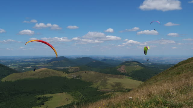 the chaîne des puys, massif central, puy de dôme, france - paragliding stock videos & royalty-free footage