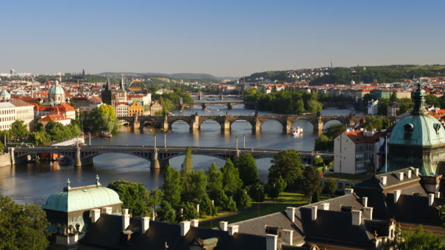 vídeos y material grabado en eventos de stock de the charles bridge stretches across the river vitava in the czech republic. - vieja plaza de praga