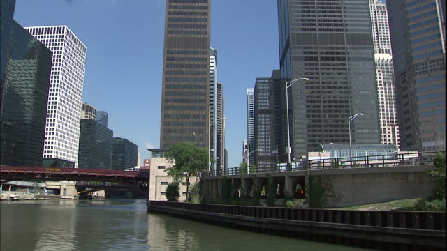 The Chicago River flows towards several businesses including the Sears Tower and the AT & T Corporate Center.