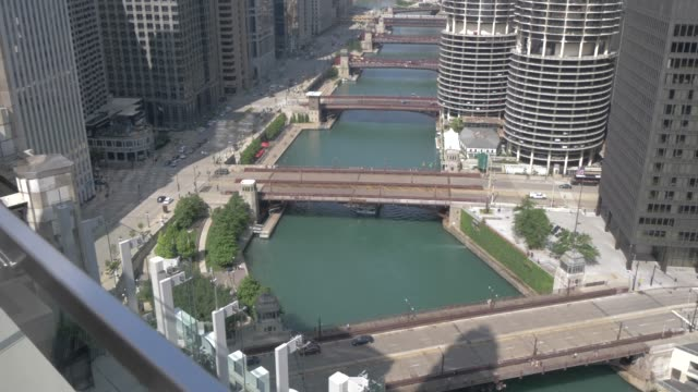 the chicago river from rooftop bar, chicago, illinois, united states of america, north america - tilt up stock videos & royalty-free footage