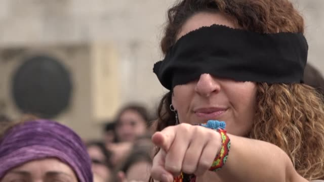 the chilean feminist collective las tesis perform their song a rapist in your way outside the greek parliament in athens - kampf der geschlechter konzept stock-videos und b-roll-filmmaterial