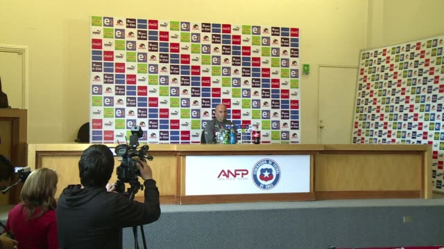 """The Chilean soccer squad coach Argentine Jorge Sampaoli said Arturo Vidal's recovery from a right knee surgery is """"amazing"""" and he hopes to have the..."""
