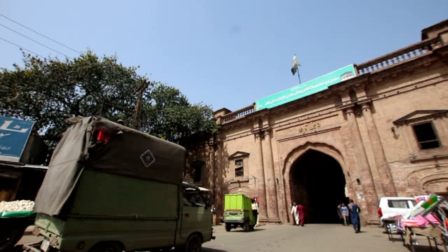 the chitta gate opens onto the wazir khan chowk, lahore, pakistan - lahore pakistan stock videos & royalty-free footage
