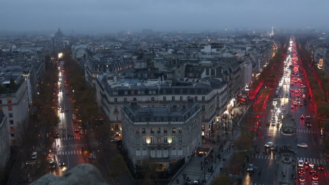 the christmas lights  on the champs elysees in paris - frankreich stock-videos und b-roll-filmmaterial