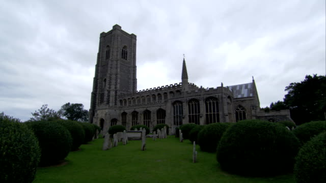 the church of st. peter and st. paul in lavenham, england. available in hd. - lavenham stock-videos und b-roll-filmmaterial