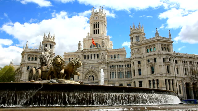 stockvideo's en b-roll-footage met the cibeles fountain - nationaal monument beroemde plaats