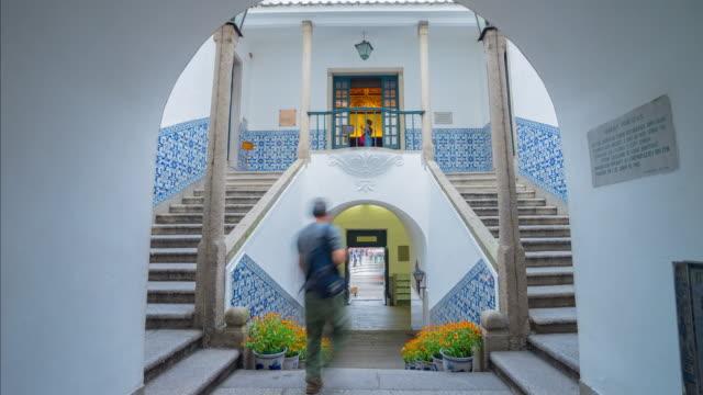El pasillo de ciudad de Macao está en un edificio colonial construido en Portugués antiguo.