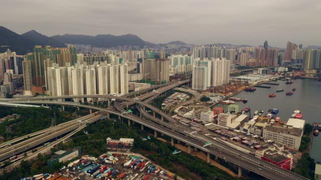 vídeos de stock e filmes b-roll de the city is all about growth - expansão urbana