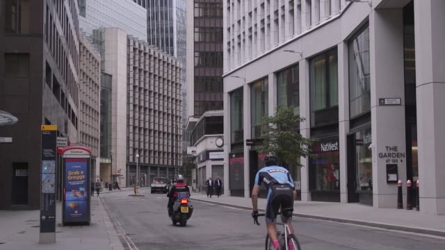 the city of london remains relatively quiet as companies and workers appear to be following a gradual approach to reopening office spaces after... - central london video stock e b–roll