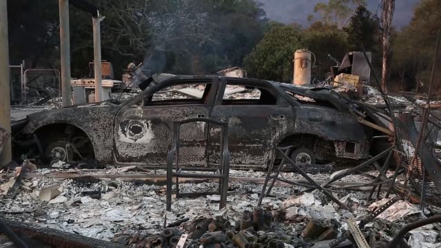vídeos de stock, filmes e b-roll de the city of santa rosa is on fire on october 09 2017 as firestorms blaze across northern california ten people have died in wildfires that have... - 2017