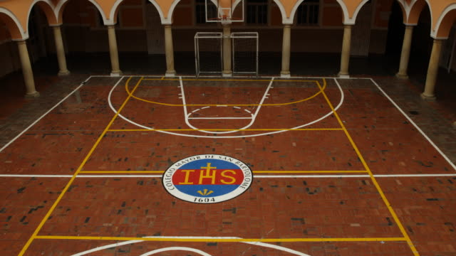 The clip shows the playing field in the arcade court of the Colegio Mayor de San Bartolom�� from a high angle with the focus on its emblem The camera...