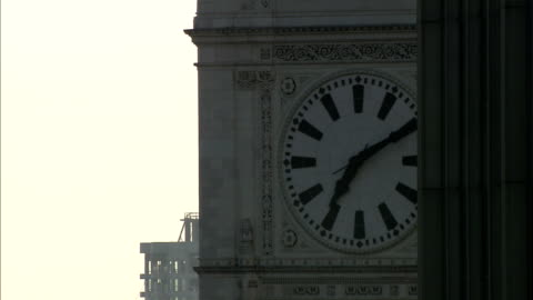the clock on the tower of the wrigley building displays the time of 7:10. - wrigley building video stock e b–roll