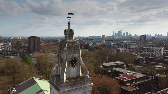 stockvideo's en b-roll-footage met de klokkentoren van st john-at-hackney met de skyline van londen in de verte - hackney