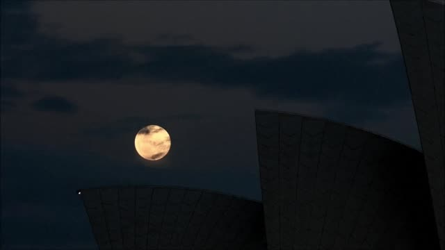 the closest supermoon to earth in almost seven decades shines above sydney opera house as night fall over australia - bennelong point stock videos and b-roll footage