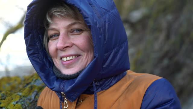 Closeup video-Portrait der attraktiven 50 Jahre alt Reife Frau
