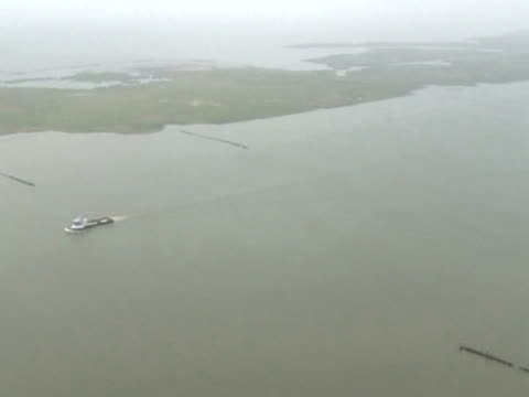 vídeos y material grabado en eventos de stock de the coast of new orleans is at the epicenter of what could be the worst manmade ecological disaster to ever hit the united states. an estimated 5,000... - gulf coast states