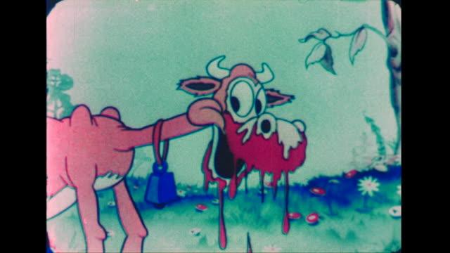 vídeos de stock e filmes b-roll de the coffee pot family fends off a hungry cow at picnic - animal mouth