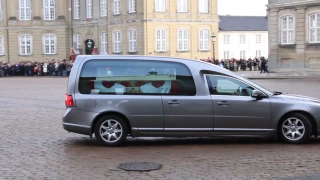 the coffin of prince henrik the french born husband of denmark's queen margrethe arrives at amalienborg palace in copenhagen as the royal family... - sarg stock-videos und b-roll-filmmaterial