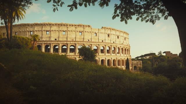 the coliseum of rome - bogen architektonisches detail stock-videos und b-roll-filmmaterial