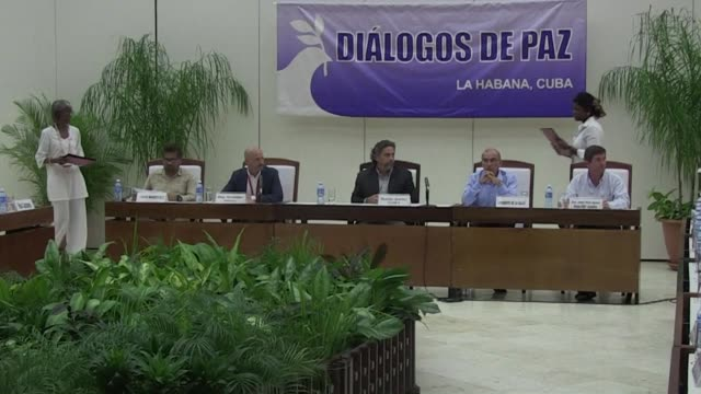 the colombian government and the farc announce friday that they have established rules for the 23 zones where the rebels will be concentrated during... - autografare video stock e b–roll