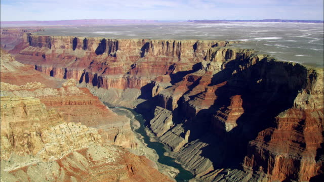 stockvideo's en b-roll-footage met the colorado river flows along the base of the grand canyon. - colorado rivier