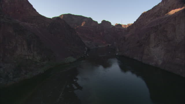 the colorado river flows through black canyon toward hoover dam. - black canyon stock videos & royalty-free footage