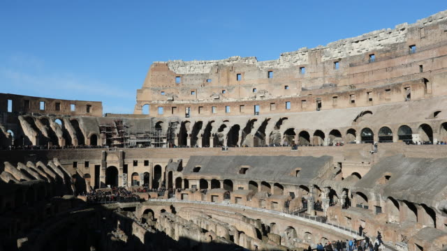 vídeos y material grabado en eventos de stock de the colosseum also is known as the flavian amphitheatre in rome italy the colosseum or the flavian amphitheatre is an oval amphitheatre in the centre... - anfiteatro