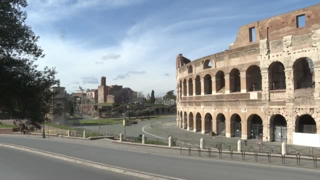 vídeos y material grabado en eventos de stock de the colosseum in rome is empty as italy shut all stores except for pharmacies and food shops in a desperate bid to halt the spread of the novel... - rome italy