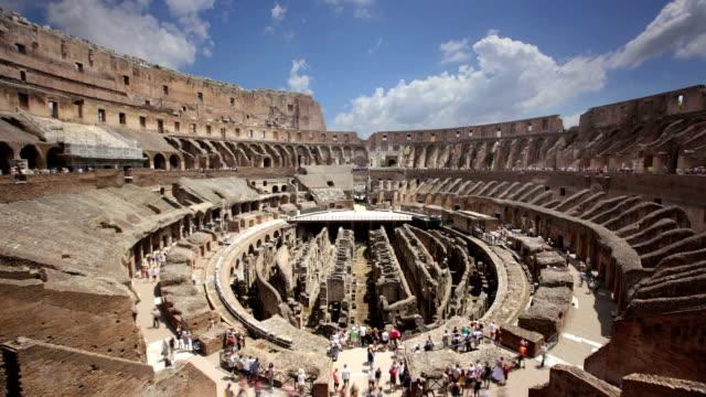 interno del colosseo, roma, italia - colosseo video stock e b–roll