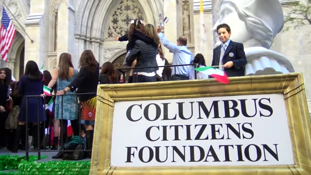 the columbus citizens foundation march during the columbus day parade on 5th avenue, midtown manhattan, new york city, usa / the columbus citizens... - italienischer abstammung stock-videos und b-roll-filmmaterial