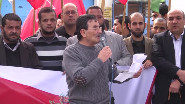 the committee of palestinian forces and groups organize a demonstration to commemorate the international support day for palestinian rights in 1948... - conflitti arabo israeliani video stock e b–roll