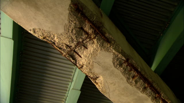 the concrete on the underside of a bridge shows sign of  damage. - verletzung stock-videos und b-roll-filmmaterial