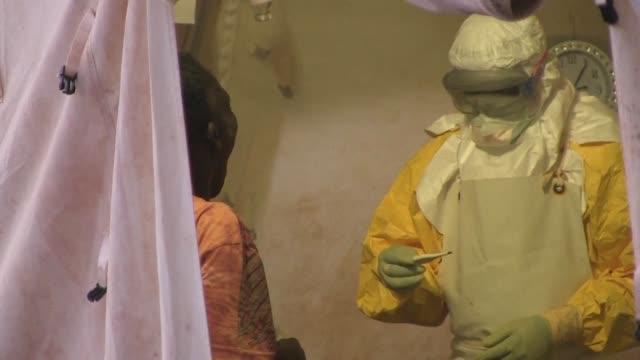 vídeos y material grabado en eventos de stock de the congolese health minister on saturday declared the end of an ebola outbreak in a remote northeastern region of the democratic republic of congo... - ébola
