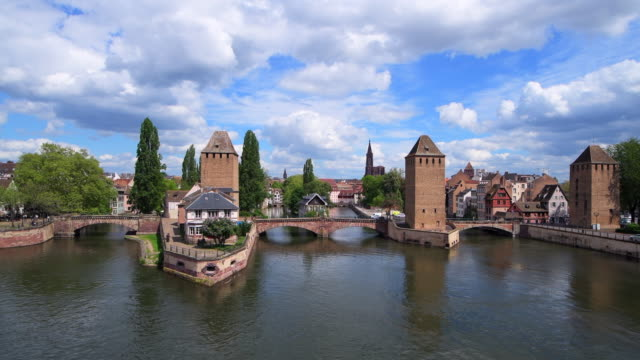 the covered bridges (also known as the ponts couverts) over the river ill in stasbourg, france. - überdachte brücke brücke stock-videos und b-roll-filmmaterial