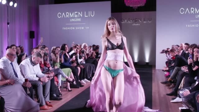 vidéos et rushes de the creator of the first transgender lingerie brand joins the models on the catwalk at the launch party of her collection - lingerie féminine